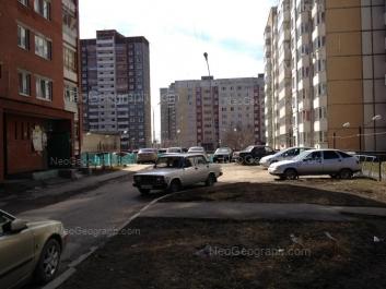 На фото видно: Таватуйская улица, 2; Таватуйская улица, 4Г; Таватуйская улица, 4; Лесная улица, 39. Екатеринбург (Свердловская область)