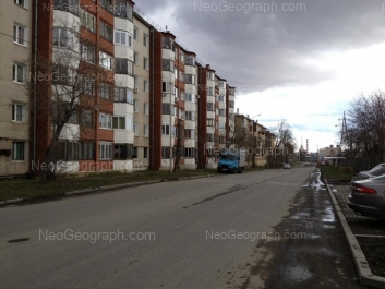 На фото видно: Миномётчиков улица, 36; Миномётчиков улица, 40. Екатеринбург (Свердловская область)