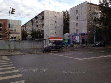 На фото видно: Крауля улица, 76; Крауля улица, 78. Екатеринбург (Свердловская область)