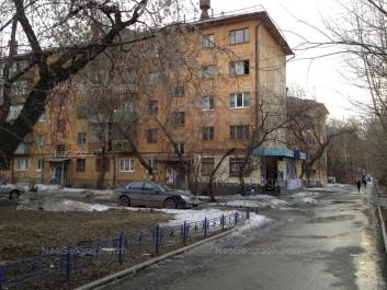На фото видно: Куйбышева улица, 70; Куйбышева улица, 72; Куйбышева улица, 74. Екатеринбург (Свердловская область)