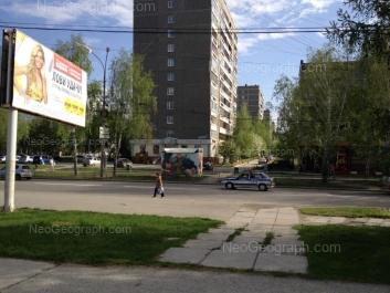 На фото видно: Академика Бардина улица, 30; Академика Бардина улица, 32/1; Чкалова улица, 121. Екатеринбург (Свердловская область)