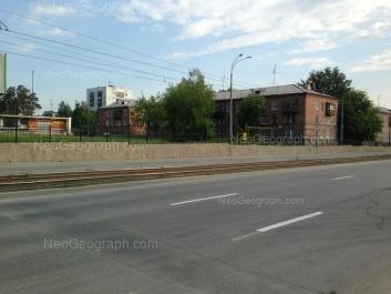 На фото видно: Бакинских Комиссаров улица, 15; Бакинских Комиссаров улица, 17. Екатеринбург (Свердловская область)