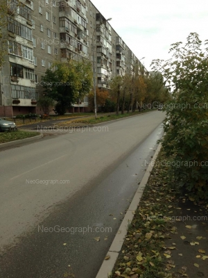 На фото видно: Металлургов улица, 32А. Екатеринбург (Свердловская область)
