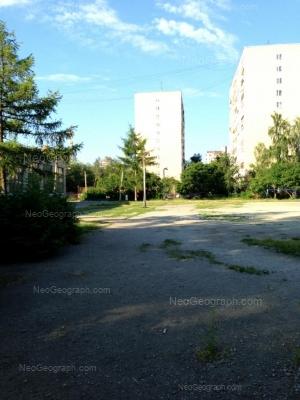 На фото видно: Ильича улица, 46; Ильича улица, 48. Екатеринбург (Свердловская область)