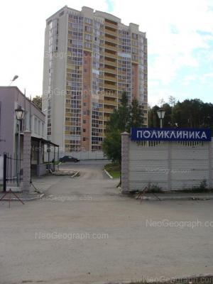 На фото видно: Академика Постовского улица, 15; Академика Постовского улица, 17. Екатеринбург (Свердловская область)