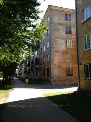 На фото видно: Суворовский переулок, 15; Суворовский переулок, 17. Екатеринбург (Свердловская область)