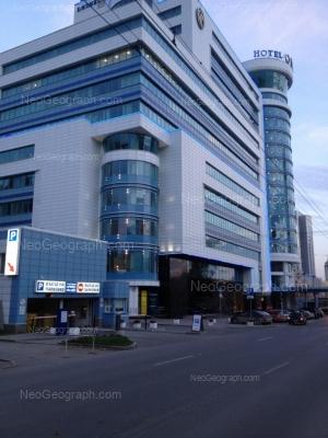 На фото видно: Розы Люксембург улица, 49 (Онегин Плаза, бизнес-центр). Екатеринбург (Свердловская область)