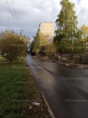 На фото видно: Крауля улица, 84. Екатеринбург (Свердловская область)