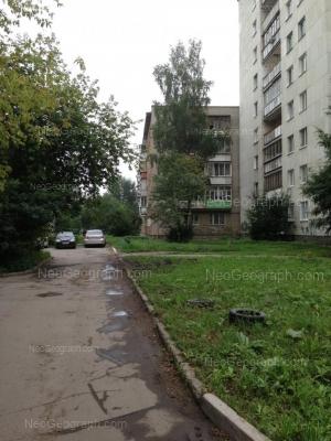 На фото видно: Космонавтов проспект, 80 к5; Космонавтов проспект, 80 к4. Екатеринбург (Свердловская область)