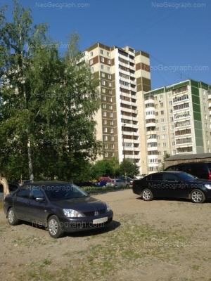 На фото видно: Калинина улица, 6; Калинина улица, 8; Калинина улица, 10. Екатеринбург (Свердловская область)