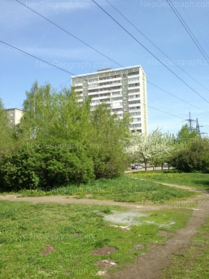 View to: Avtomagistralnaya street, 25; Avtomagistralnaya street, 27. Yekaterinburg (Sverdlovskaya oblast)
