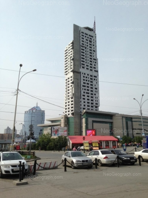 На фото видно: Героев России улица, 2 (ТЦ Свердловск). Екатеринбург (Свердловская область)