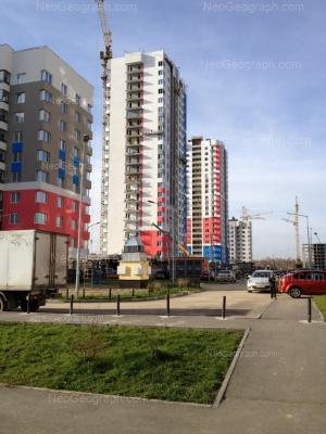 На фото видно: Павла Шаманова улица, 38. Екатеринбург (Свердловская область)