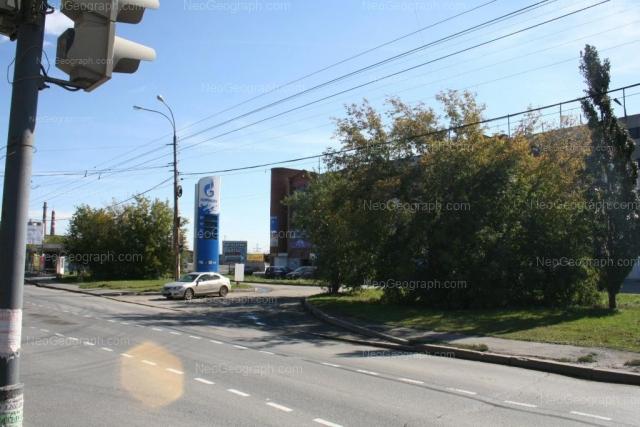 Address(es) on photo: Frontovikh Brigad street, 14, 14/1, Yekaterinburg