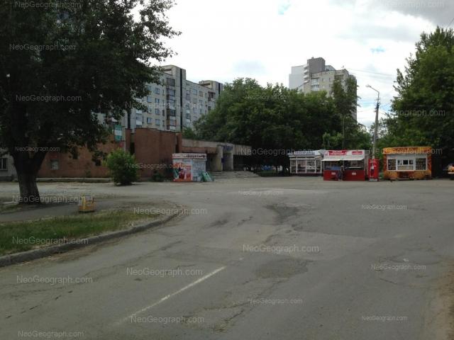 Адрес(а) на фотографии: улица Индустрии, 22, 24, 26А, Екатеринбург