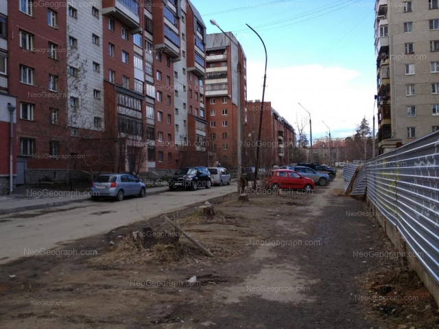 Адрес(а) на фотографии: Таёжная улица, 7, 8, 9, Екатеринбург