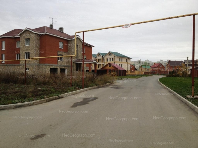 Address(es) on photo: Dvinskaya street, 46, Yekaterinburg