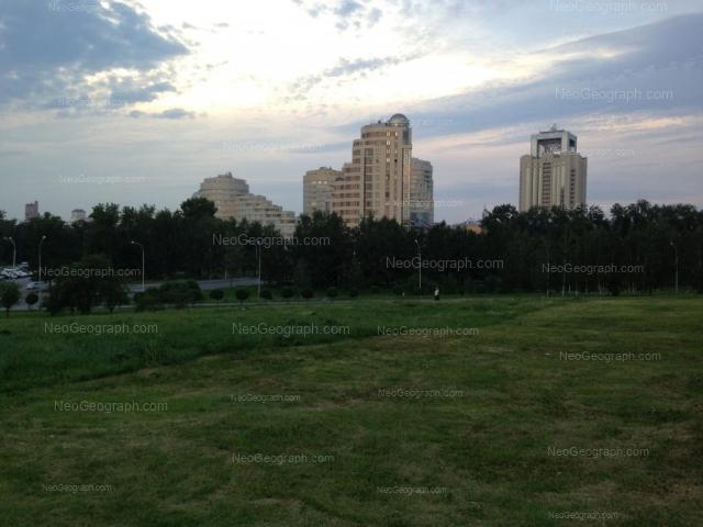 Адрес(а) на фотографии: улица Николая Никонова, 4, 6, Екатеринбург