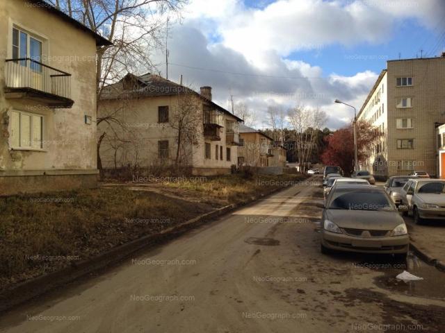 Адрес(а) на фотографии: Хвойная улица, 76 к2, 77, 79, Екатеринбург