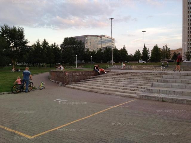 Адрес(а) на фотографии: Октябрьская площадь, 5, Екатеринбург