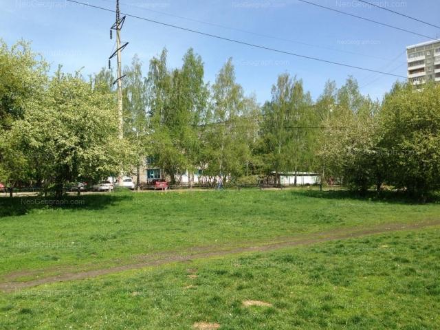 На фото видно здание с адресом Теплоходный проезд, 13, Екатеринбург - детский сад  85