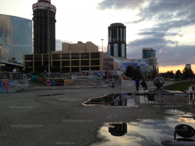 Адрес(а) на фотографии: улица Бориса Ельцина, 3, 6, 8, Екатеринбург