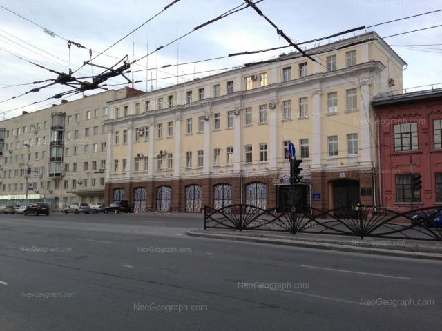Вид на здание главного управления МЧС России по Свердловской области с улицы Карла Либкнехта