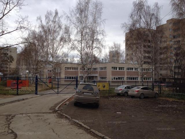 Адрес(а) на фотографии: улица Серафимы Дерябиной, 17б, Екатеринбург