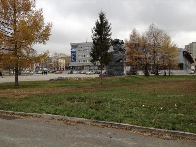 Адрес(а) на фотографии: улица Большакова, 90, 143, 145, Екатеринбург