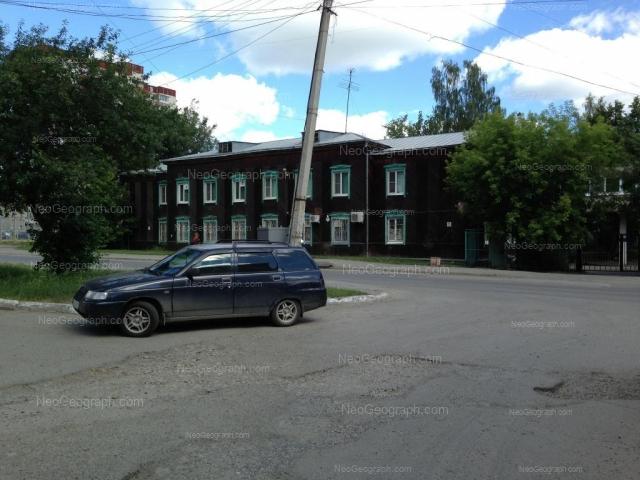 Адрес(а) на фотографии: улица Уральских Рабочих, 36, 42, Екатеринбург