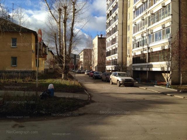 Адрес(а) на фотографии: Хвойная улица, 73, 76 к1, 76 к2, Екатеринбург