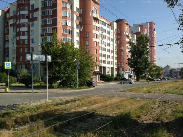 Адрес(а) на фотографии: улица Уральских Рабочих, 2, 4, Екатеринбург