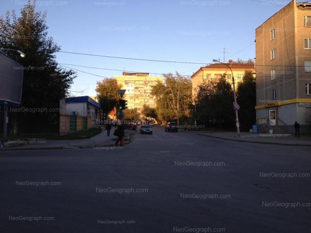 Адрес(а) на фотографии: улица Азина, 15, 16, 17, Екатеринбург