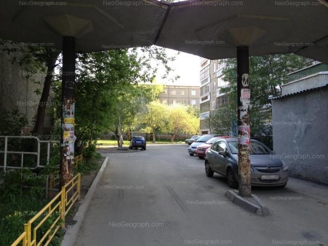 Адрес(а) на фотографии: улица Академика Бардина, 34, 36, Екатеринбург