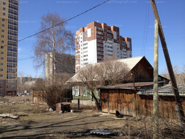 Адрес(а) на фотографии: улица Софьи Перовской, 106, 107, 108, 110, Екатеринбург