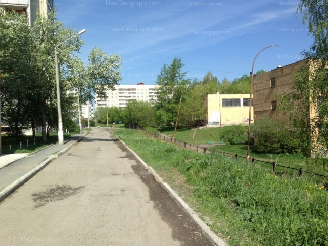 Адрес(а) на фотографии: Бисертская улица, 27, 28, 30, Екатеринбург