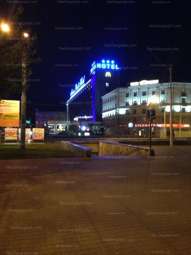 Адрес(а) на фотографии: улица Челюскинцев, 104, 106, 108, Екатеринбург