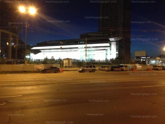 Вид на ТЦ Свердловск майским вечером 2013 года
