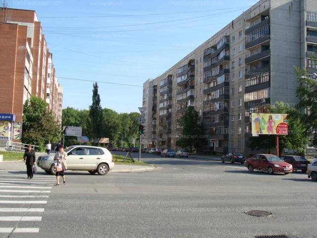 Адрес(а) на фотографии: улица Большакова, 107, 109, Екатеринбург