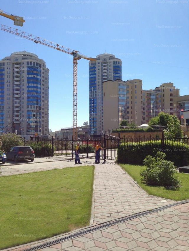 Адрес(а) на фотографии: улица Хохрякова, 39, 41, 43, 48, Екатеринбург