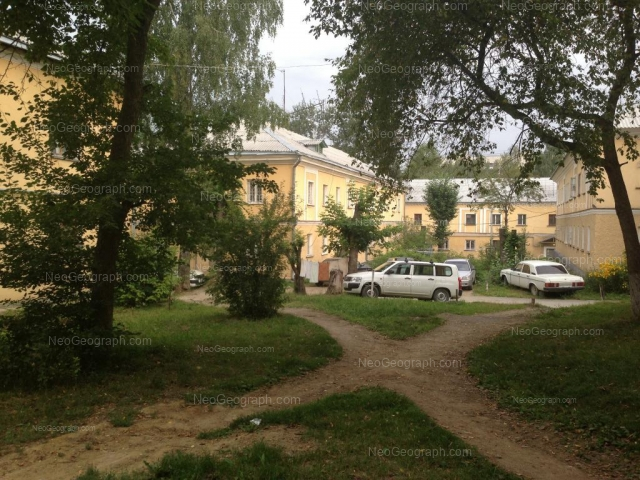 Address(es) on photo: Entusiastov street, 32, 32А, Yekaterinburg