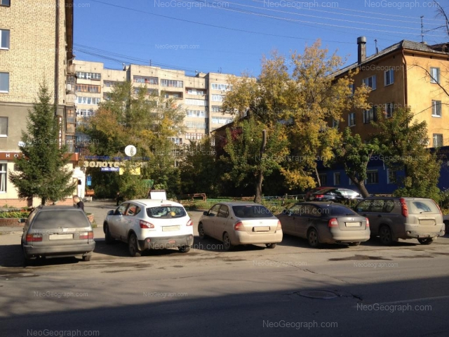 Адрес(а) на фотографии: улица Азина, 20/2, 20/3, 20/4, Екатеринбург