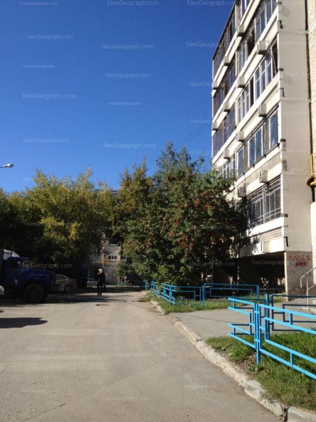Адрес(а) на фотографии: Хрустальная улица, 33, 35, Екатеринбург