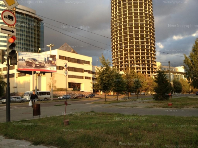 Адрес(а) на фотографии: улица Бориса Ельцина, 1, 1а, 3, 5, Екатеринбург