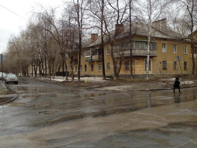 Адрес(а) на фотографии: улица Лобкова, 8, 10, Екатеринбург