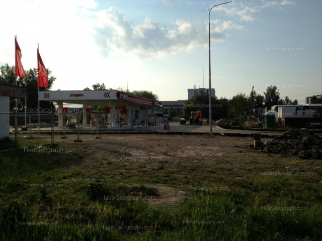 Адрес(а) на фотографии: улица Бакинских Комиссаров, 2, Екатеринбург