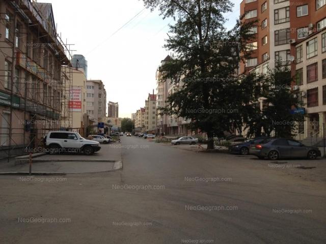 Адрес(а) на фотографии: Красноармейская улица, 41, 68, 72, 76, Екатеринбург