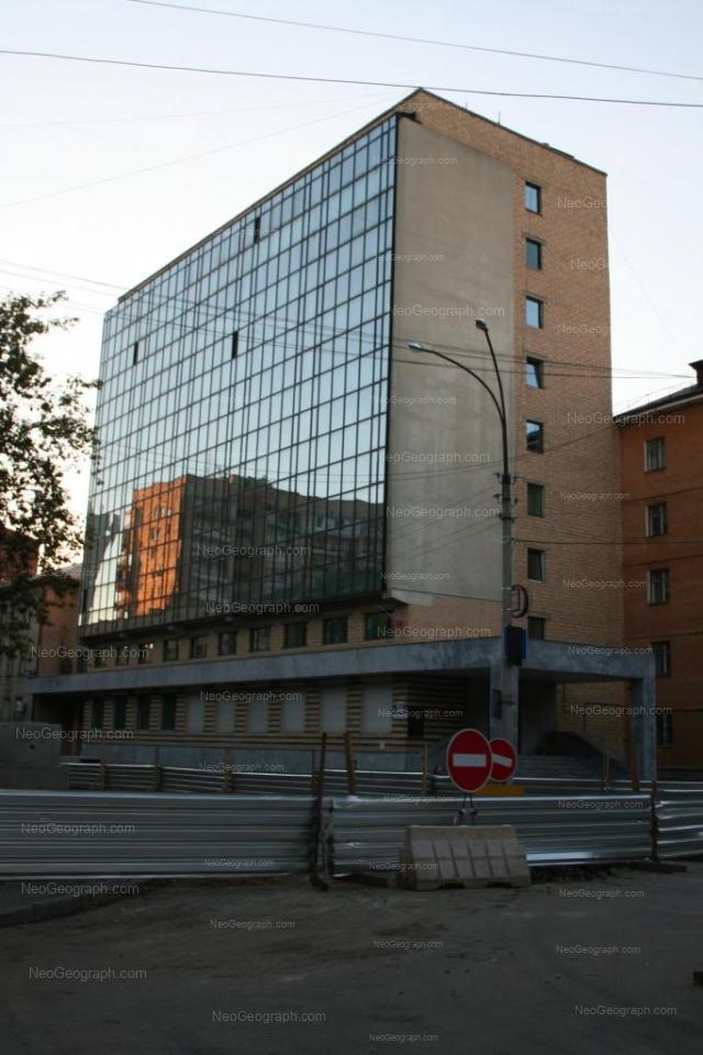 Адрес(а) на фотографии: улица Братьев Быковых, 28, 32, Екатеринбург