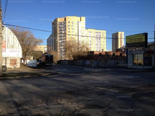 Улица Бехтерева 3, Екатеринбург. Фотография жилого дома, в котором находятся несколько центров развития детей.