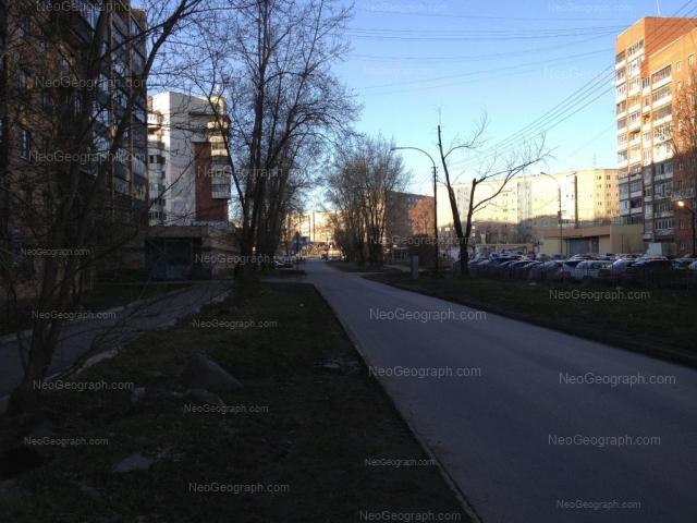 Адрес(а) на фотографии: Боровая улица, 19, 22, 24, Екатеринбург